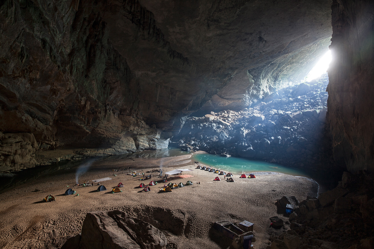 Um zur Son Doong Höhle zu gelangen durchquert man erst Hang En, eine andere faszinierende Höhle