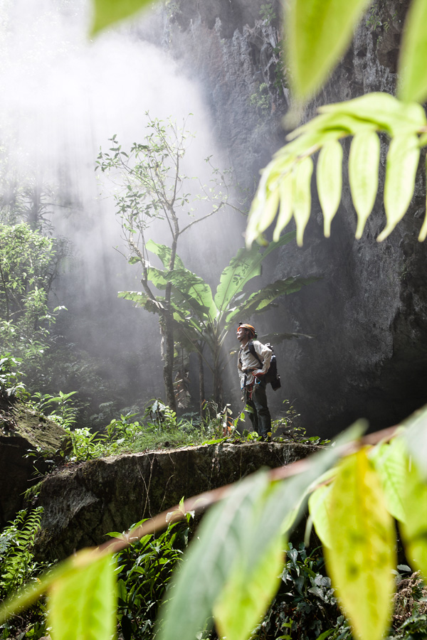 Nebelschwaden markieren den Eingang von Son Doong