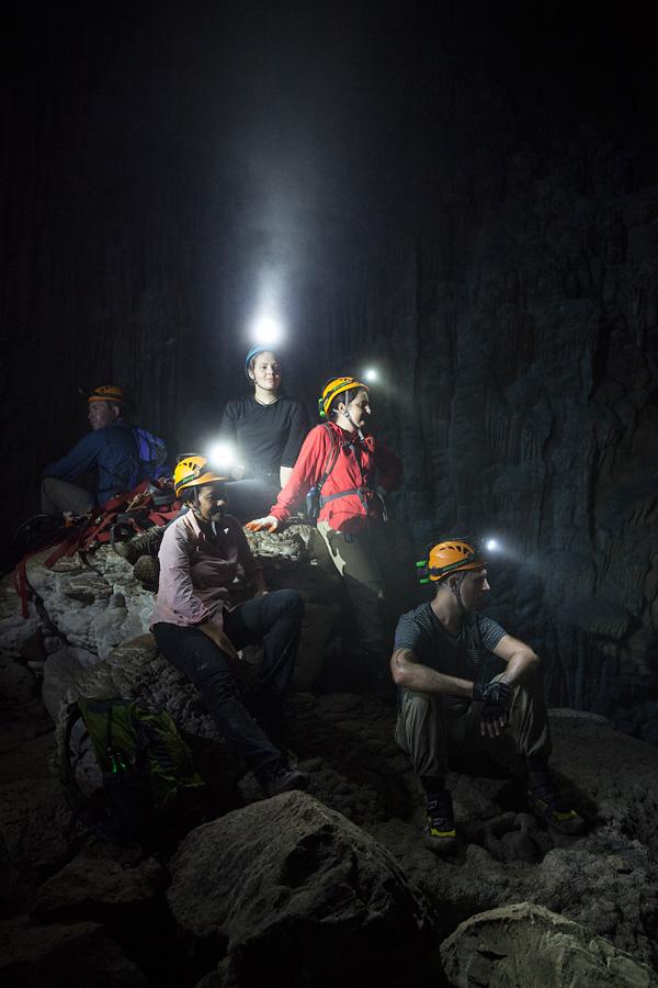 Vor 2009 hat noch nie jemand diese Welt betreten. Seit 2014 kann eine jährlich begrenzte Anzahl Besucher das Höhlensystem besuchen.