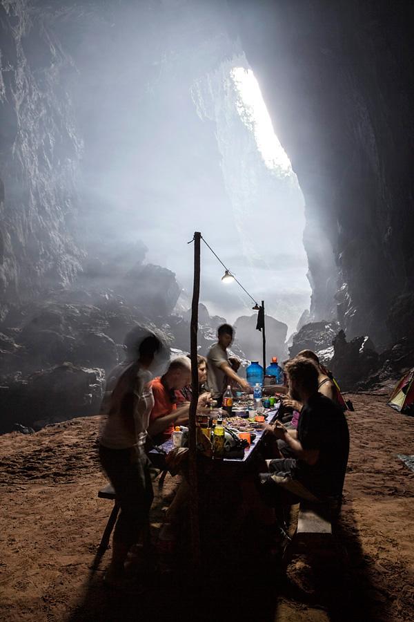 Abendessen in mystischer Atmosphäre bei der ersten Doline
