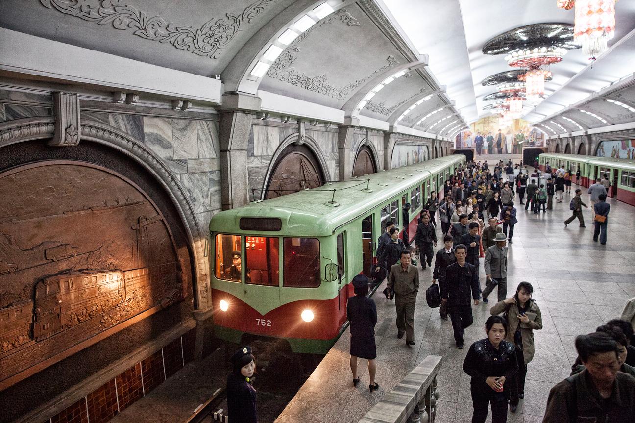 U-Bahn in Pyongyang mit alten Wagen aus Berlin.